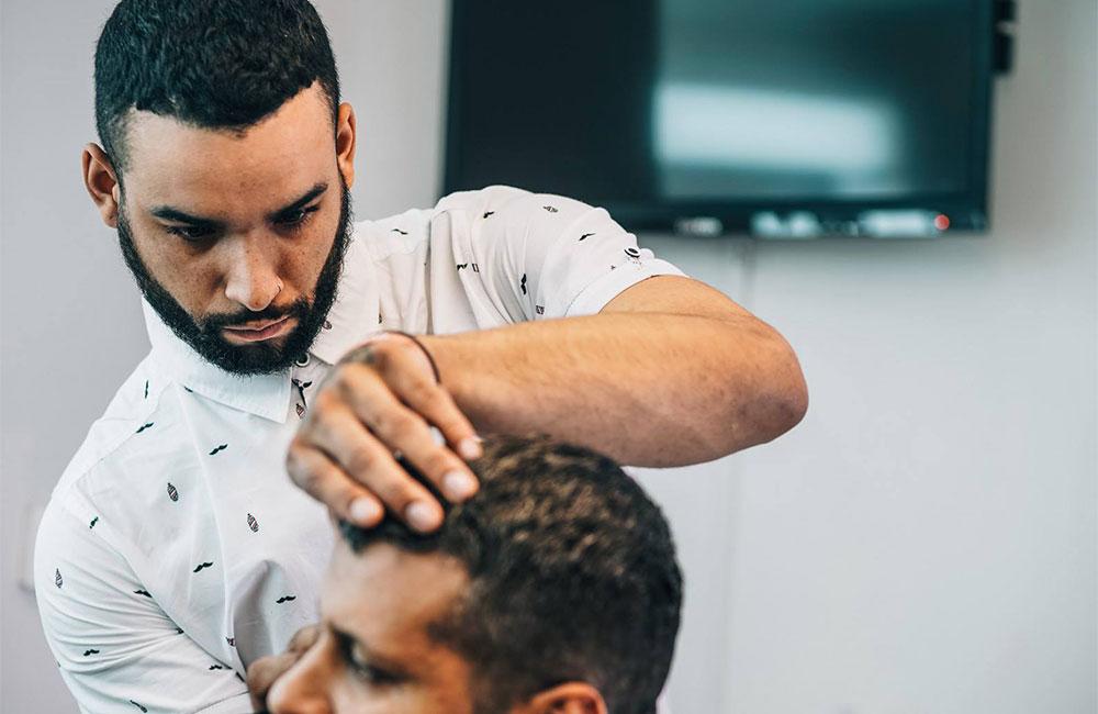 barber cutting